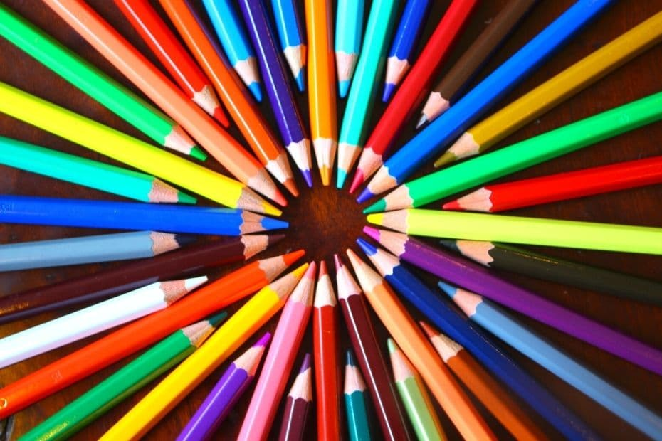 Colourful pencils arranged in a circle