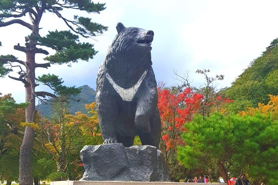 Bear statue and autumn leaves at Seoraksan National Park, Korea