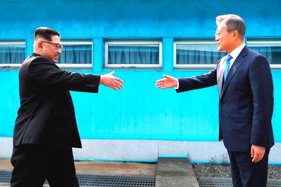 Kim Jong Un and Moon Jae In meeting at the DMZ