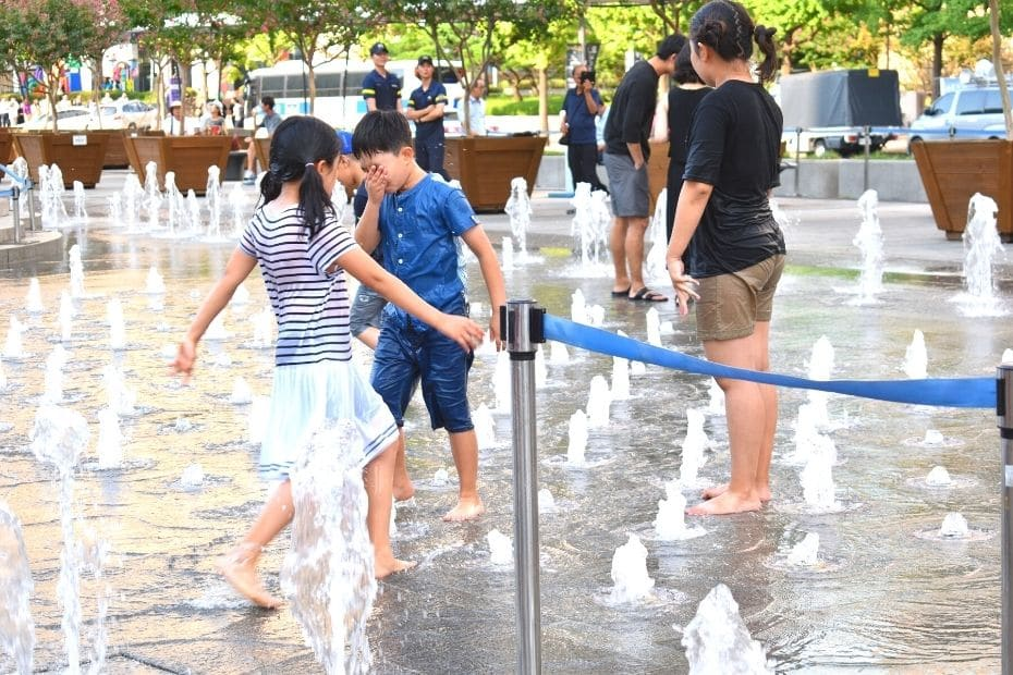 Children in Seoul in summer playing in the water at Cheonggye Plaza