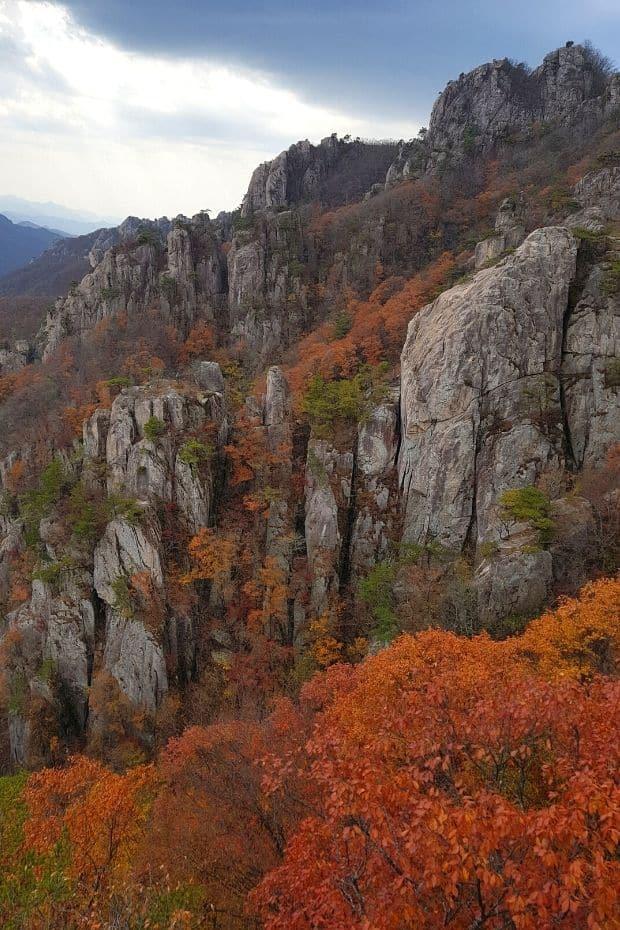 Rocky peaks and autumn leaves at Daedunsan Provincial Park