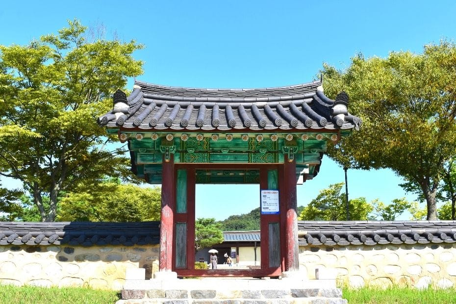 Temple gate at Jeongnimsa Temple, Buyeo