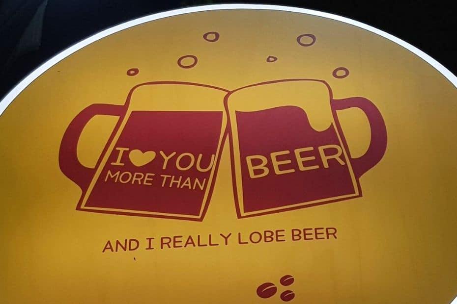 I lobe you beer sign